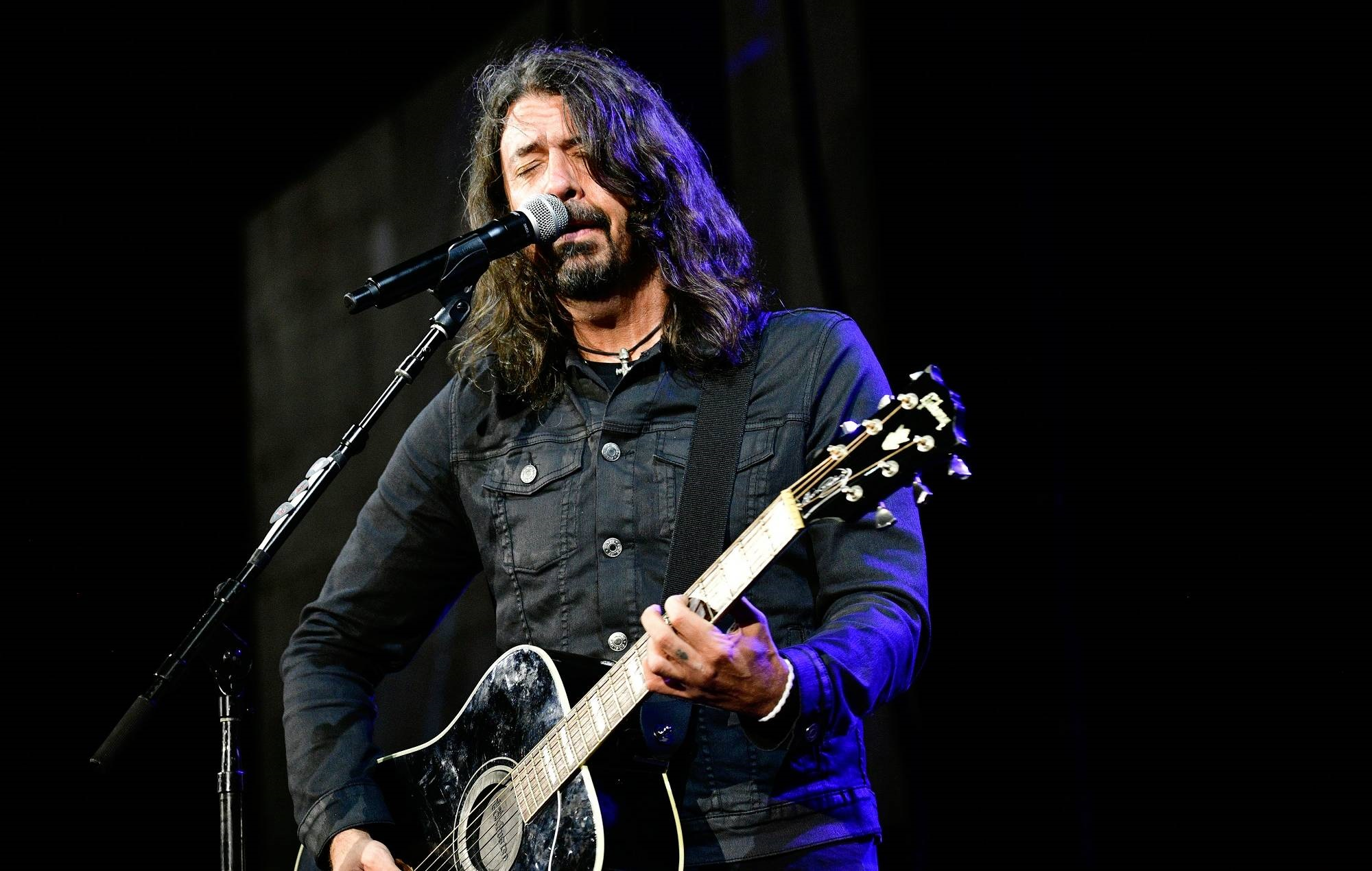 """Dave Grohl was """"scared"""" to write about Kurt Cobain's death in new memoir"""